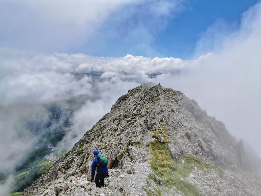 Abstieg auf dem Gipfelgrat