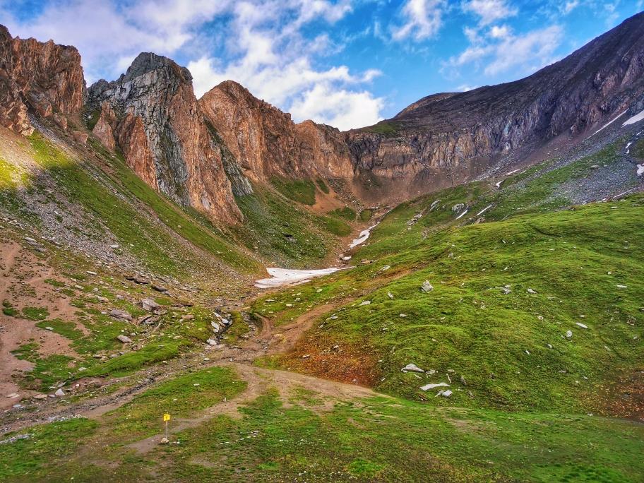 Ausblick an der Sajathütte, links die Rote Säule