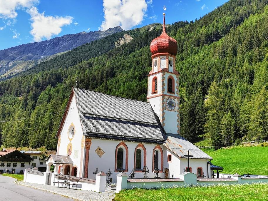 Die Dorfkirche in Gries