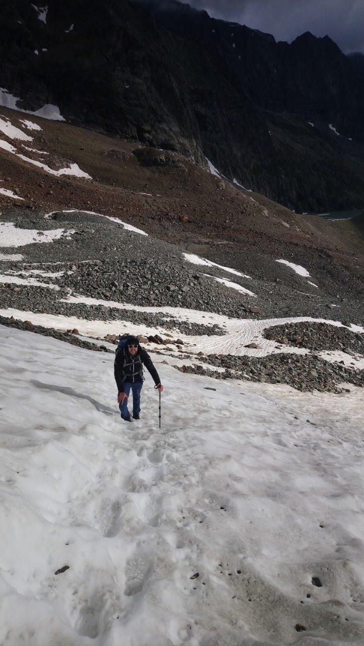 Aufstieg im Schneefeld