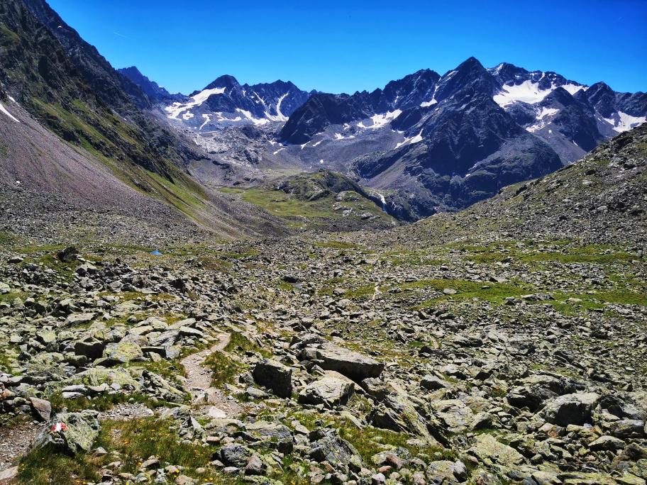 Abstiegsweg mit Blick auf den Hohen Seeblaskogel (3.235m)