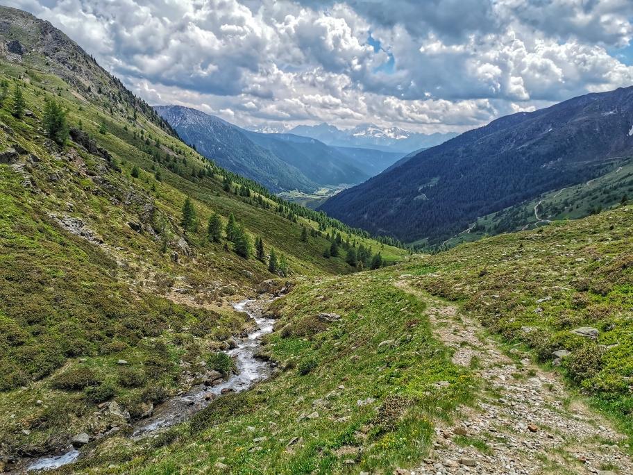 Das Gsieser Tal liegt beim Abstieg zu unseren Füßen