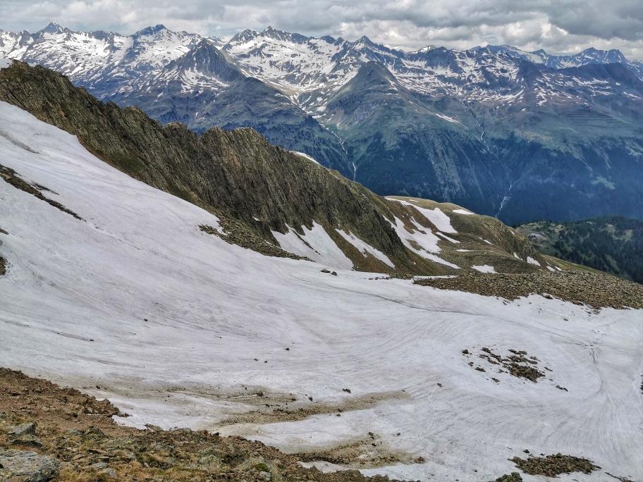 Die Nordflanke des Pfannhorn ist noch schneebedeckt