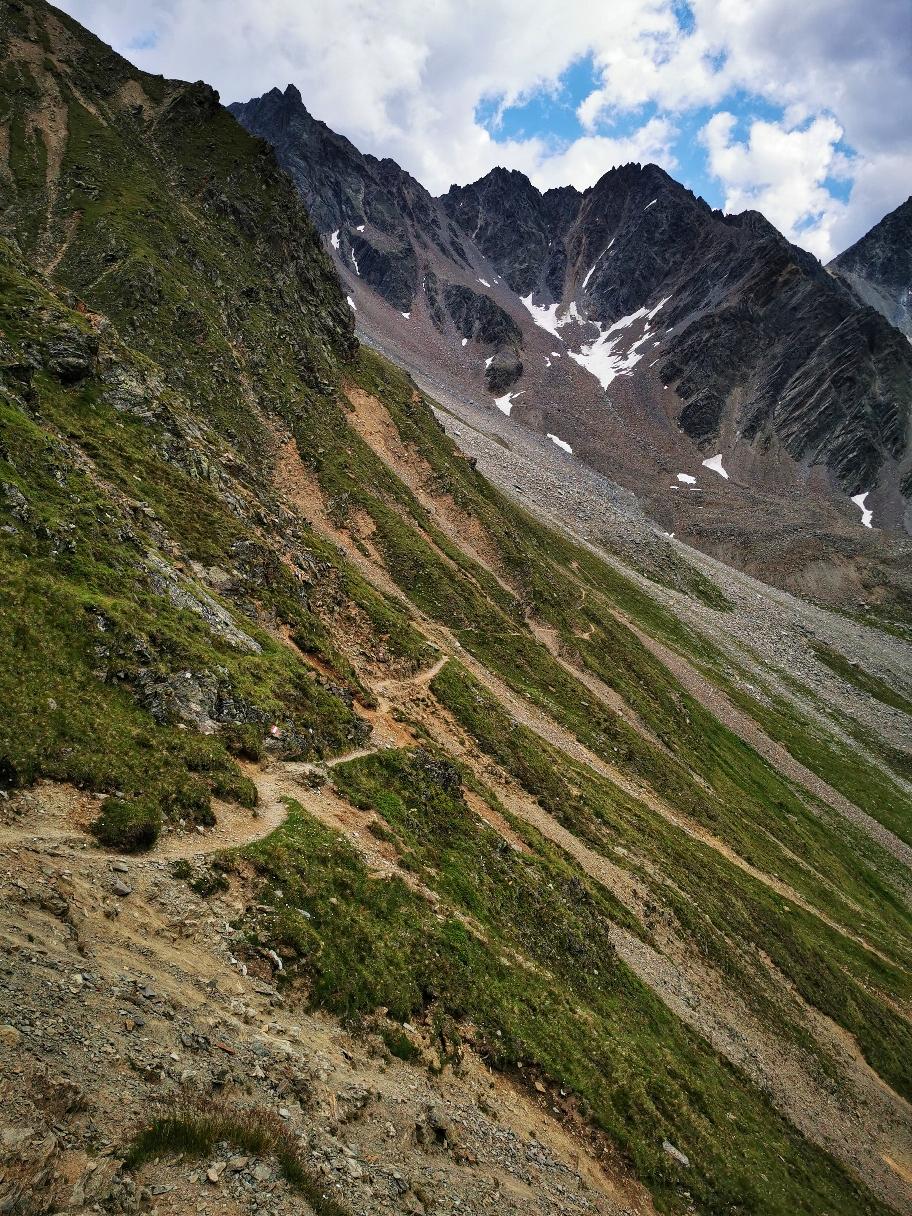 Der Abstieg zur Rüsselsheimer Hütte