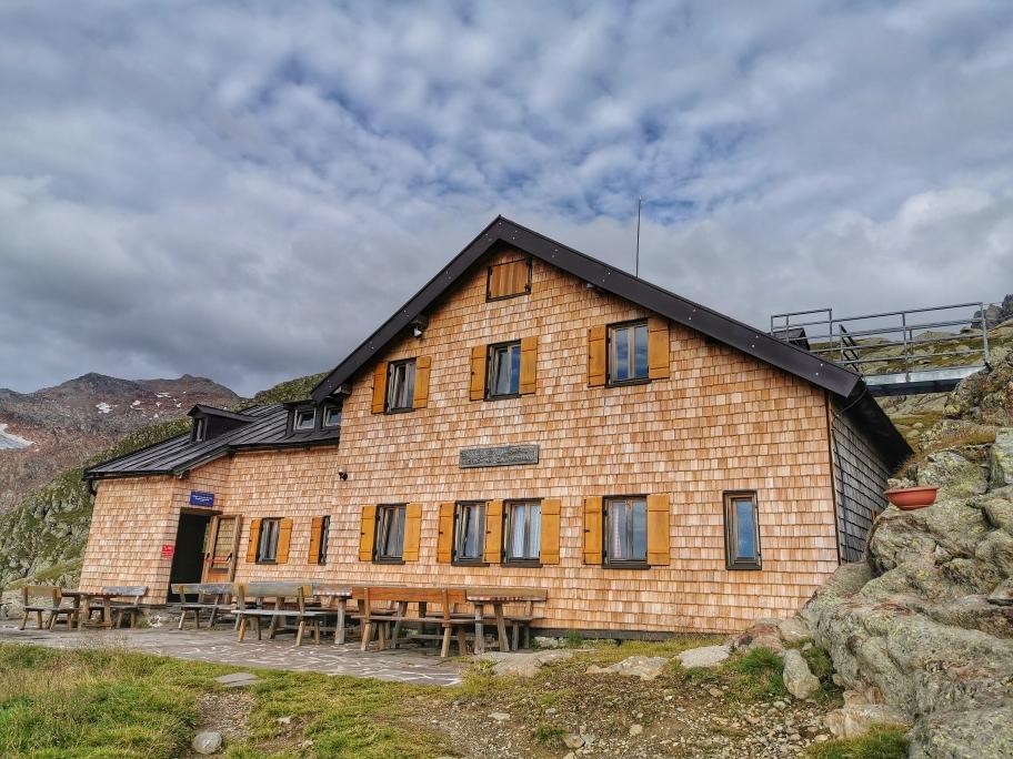 Die hübsche Magdeburger Hütte auf 2.427m