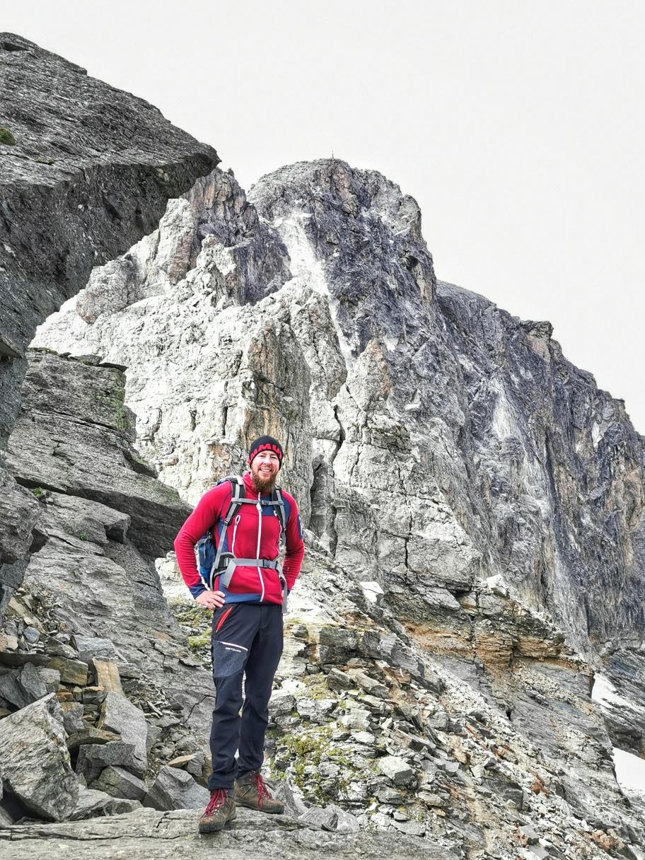 Vor den schroffen Wänden der Weißwandspitze