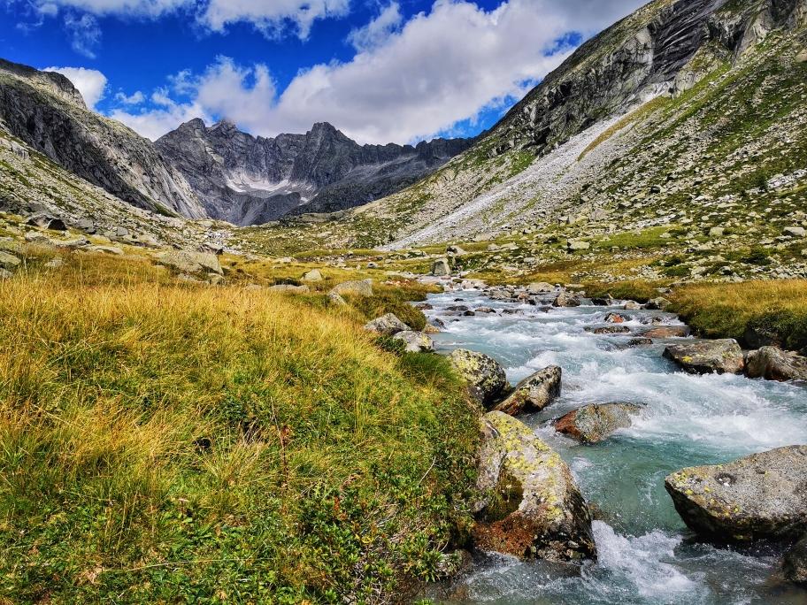 Traumhafter Blick ins Tal kurz vor dem Rifugio Adame