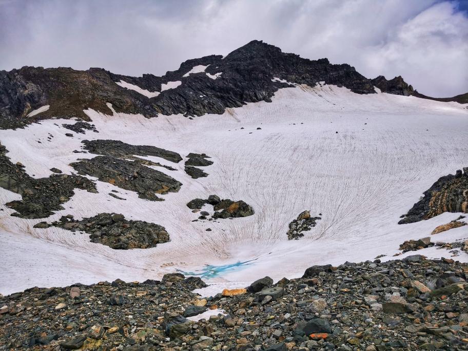 Blick auf den Gletscher und die Weißspitze beim Abstieg von der Seewandspitze