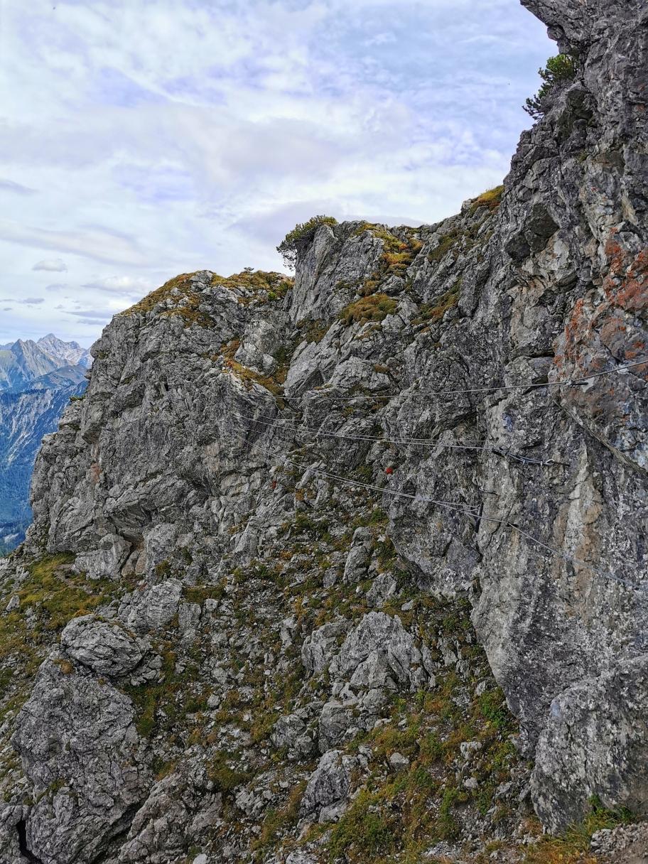 Die Seilbrücke unterhalb des Gipfels