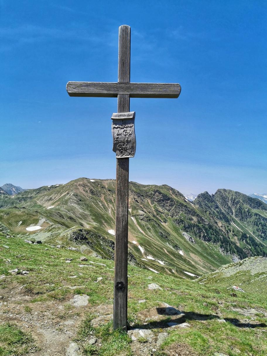 Am Gipfel des Gänsekragen 2.322m