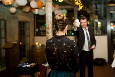Hypnoseshow, Showhypnose in Stuttgart, Hypnotiseur für Hochzeit, Geburtstag, Firmenfeier, Sommerfeste, Weihnachtsfeier, Jubiläum, Betriebsfeier, Neueröffnung, Tag der offenen Tür,