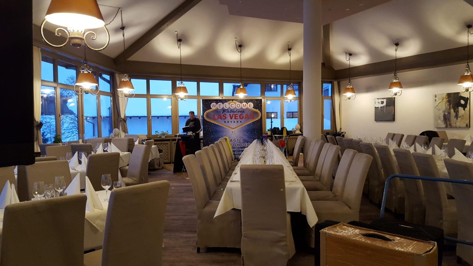 Magic Dinner Show, in Stuttgart buchen, Zauberer für Dinnershow, zaubern zwischen den Gängen in Stuttgart, Magic Dinner Stuttgart, Dinnershow Stuttgart, Zauberer zum Dinner Stuttgart, Zaubershow zum Dinner, Dinnershow Stuttgart, Zauberei Stuttgart