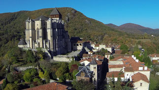 Les sabots d'isa à saint-bertrand-de-comminges, grand site touristique de la région occitanie