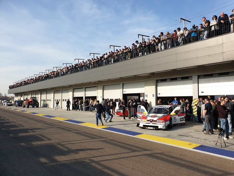 Scuderia GT und Stargäste in Modena