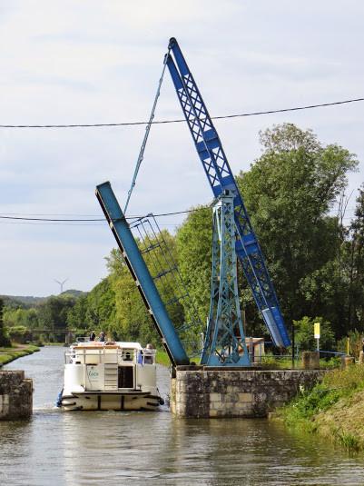 Troisième et dernier jour: Châtel-Censoir - Tannay. Pont-levis de Pousseaux