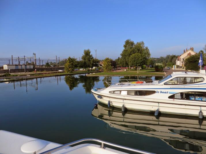 Dans le port de Migennes, sur le canal de Bourgogne