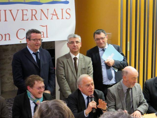 Derrière, débout, de gauche à droite: Christiant Paul, Gaétan Gorce et Frédéric Lasfargues