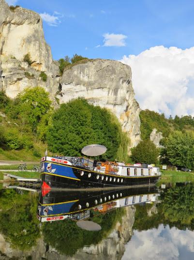 Péniche-hôtel l'Art de Vivre aux rochers du Saussois, haut lieu d'escalade