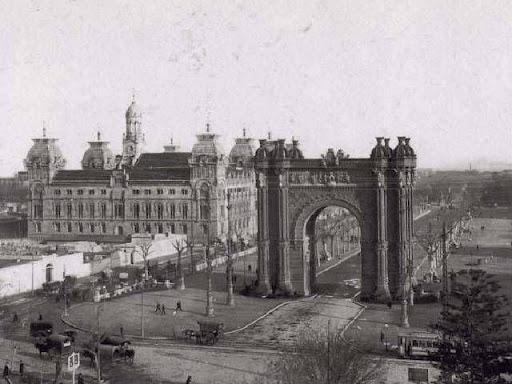 Imatge de l'Arc de Triomf de Barcelona a inicis del S. XX