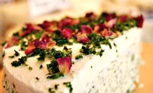 Pikante hausgemachte Frischkäsetorte mit Kräutern Käse-Ober in Grafing