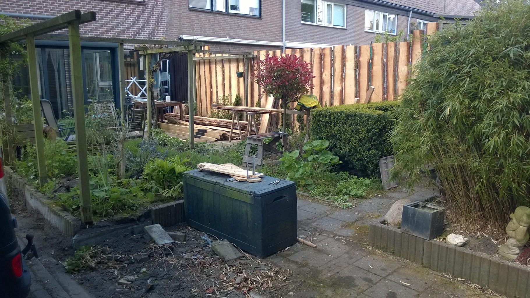 Douglas houten tuinafscheiding met eiken palen, Alkmaar
