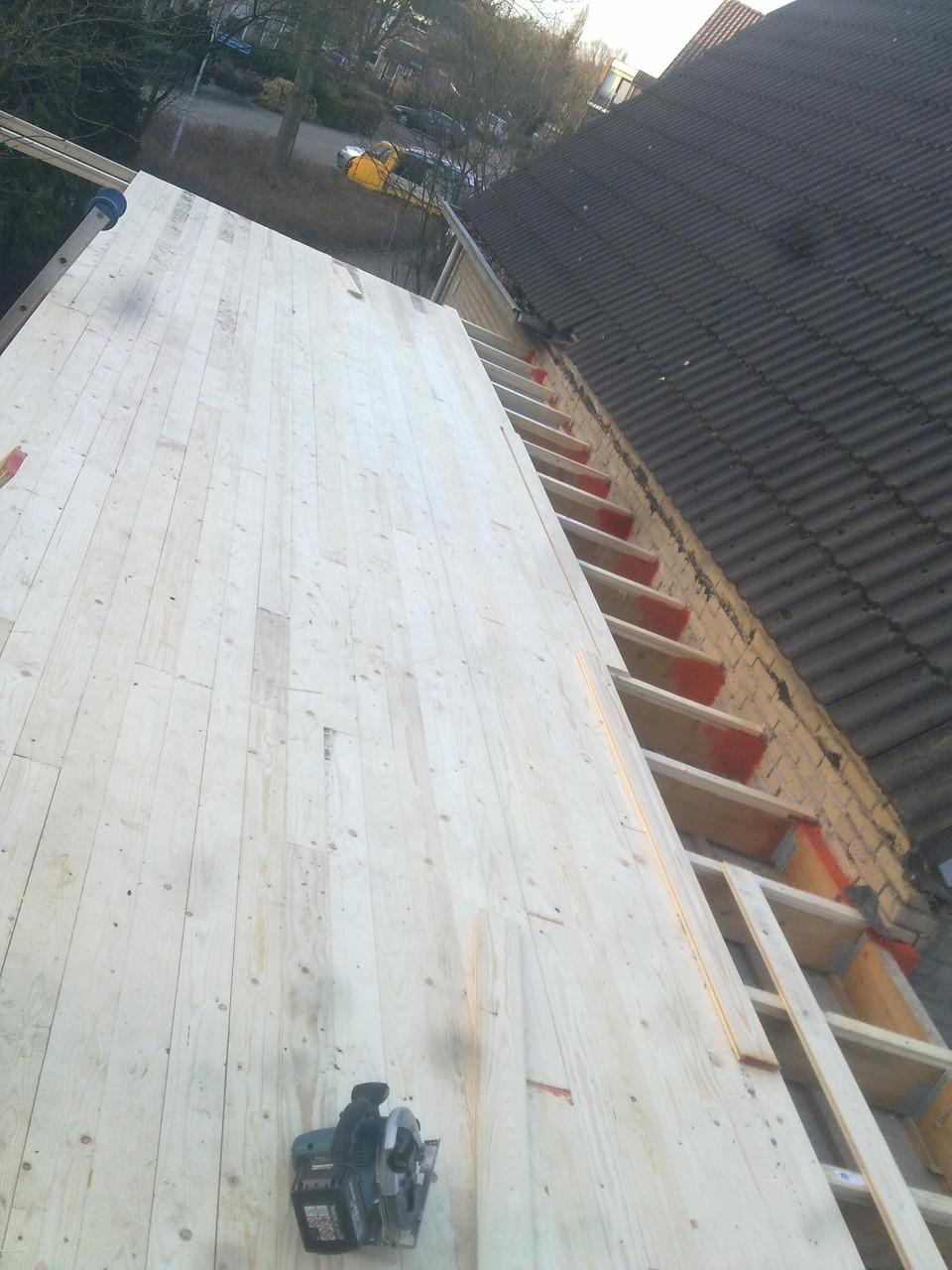Garagedakrenovatie, nieuw dakbeschot met Epdm-afwerking