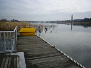 水に浮く防水倉庫 設置