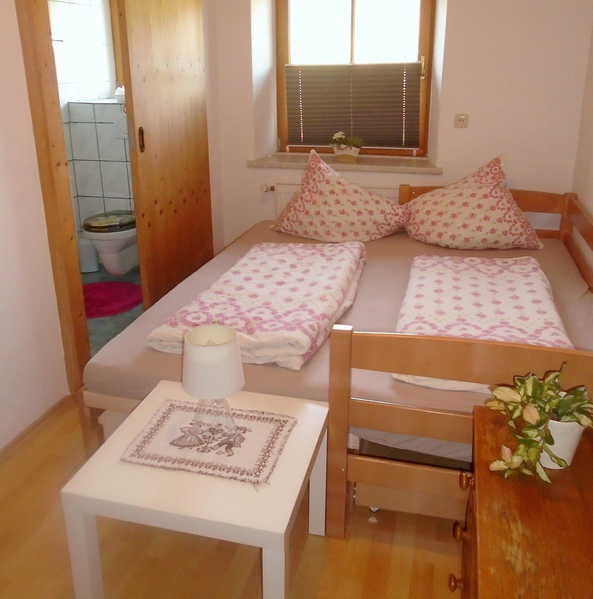 2. Schlafzimmer (Kinderzimmer) mit eigener DU/WC
