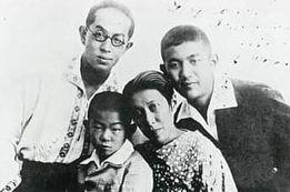 1935年滞ソ中の、左から土方与志、与平、梅子、敬太