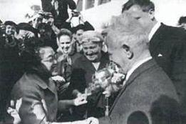 1966年来日したショーロホフと阿部