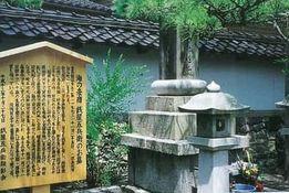 銭屋五兵衛の墓(金石町本龍寺)