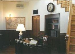 杉原千畝記念館に再現された執務室