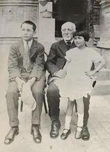 ラッセルと息子の安光、娘のフローラ