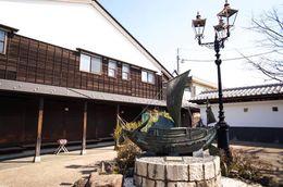 岩瀬町の廻船問屋と北前船のモニュメント