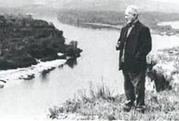 ドン川に立つショーロホフ
