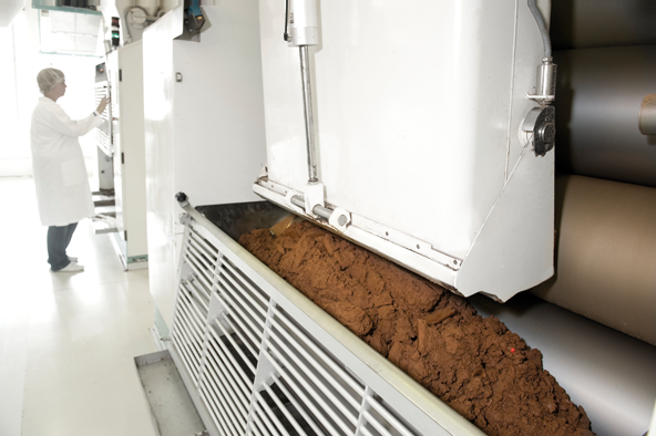 Rolling mills crush the chocolate mass. Thereby, the sugar crystals are broken.