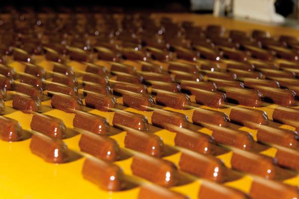 Geleebananen bestehen aus den Grundzutaten Zucker, Glukose, Wasser, Bananenaroma oder -püree, Zitronensäure und Pektin als Geliermittel sowie einem Überzug aus Zartbitter-Kuvertüre.
