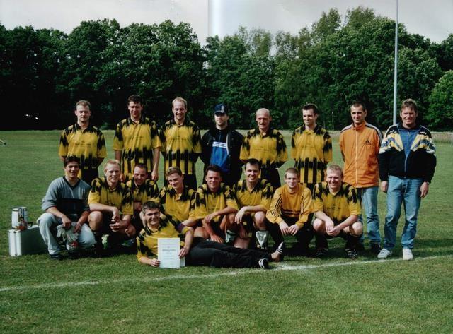 Staffelmeister und Pokalfinalist 2000