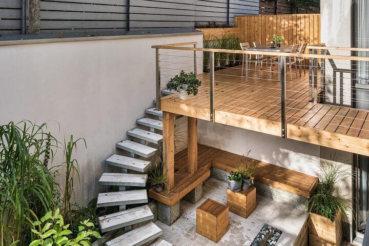 Holzterrasse mit Liebe zum Detail