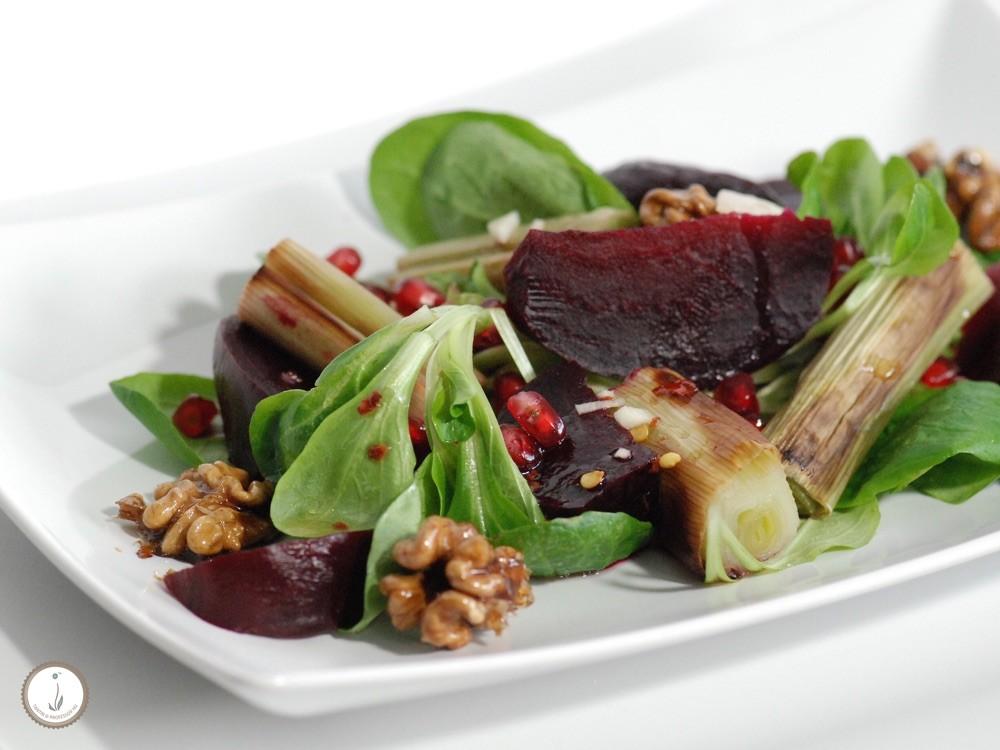 rote beete walnuss salat mit ruccola sanddorn seegras. Black Bedroom Furniture Sets. Home Design Ideas