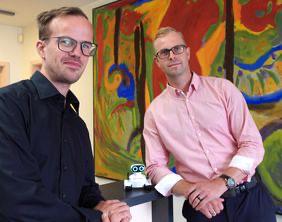 Richard Petervari, Leitung Robotik Pebot, und EMIS-Geschäftsführer Christopher Perschk