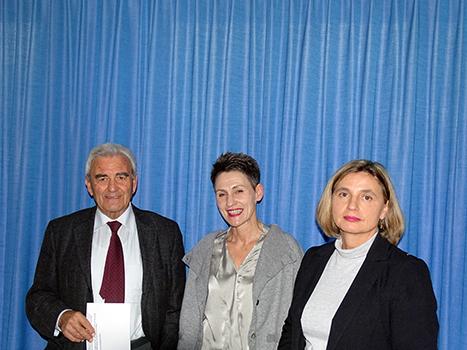 Kaspar Zimmermann, Präsident der Glarner Seniorenverbandes, und die beiden Referentinnen Elisabeth Maduz (links) und Christine Blumer.