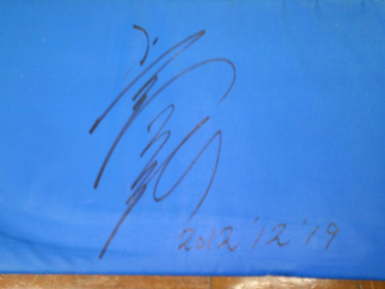 トランポリンにサインしていただきました(^^)・・・上山容弘選手