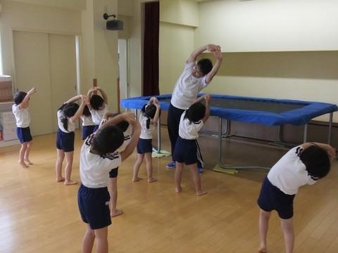 八幡東区「春の町保育園」トランポリン&体操教室のレッスン風景