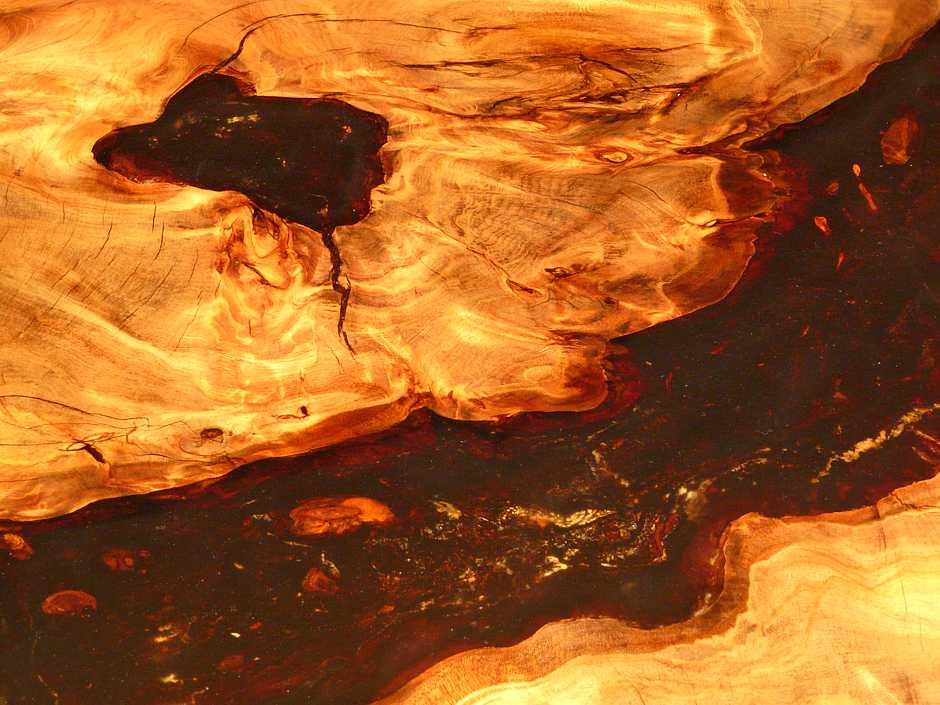 Designer Naturholztisch mit Epoxidharz, außergewöhnlicher Esstisch aus Kauri Wurzel mit gold Bernstein, exklusiver Blickfang Einzelstück, wunderschönes Holz