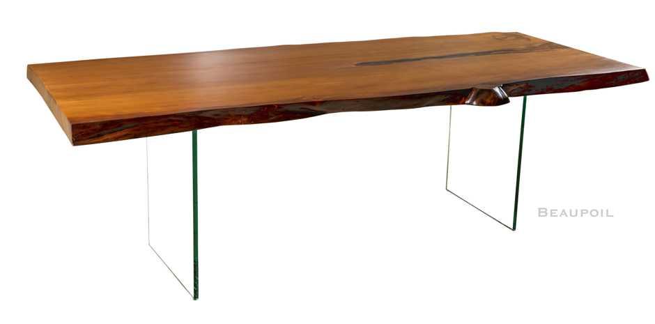 Moderner Kauri Holztisch mit Glasfüßen, exklusiver Esstisch mit massiver Natur Tischplatte, alltagstauglicher Tisch, zeitlos moderner Esstisch