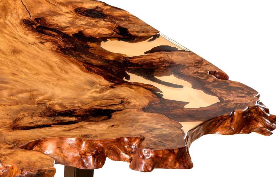Kunstvoller Kauri Tisch, Konferenztisch mit gefülltem Harz aus einem Stück Natur, edles Möbel besonderer Holztisch in Handarbeit, einzigartiger Wurzel Stammwuchs