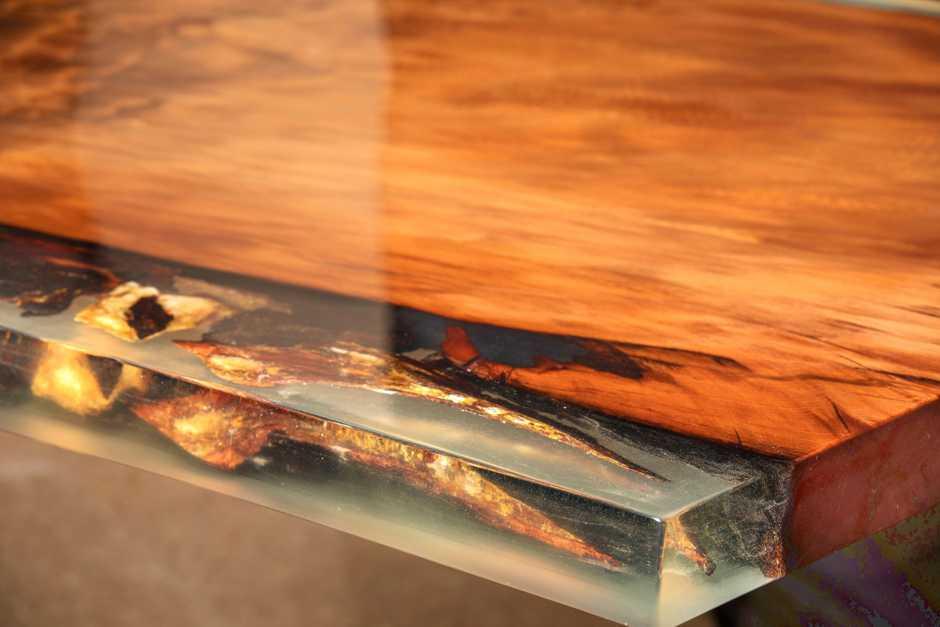 Exklusiver Designer Esstisch Luxustisch mit Gold Harz echtem Bernstein, goldfarbene Maserung im Goldtisch aus Kauri Holz, besonderer Holztisch mit Hauch Luxus, edler Unikat Naturholztisch, Baumstammtisch