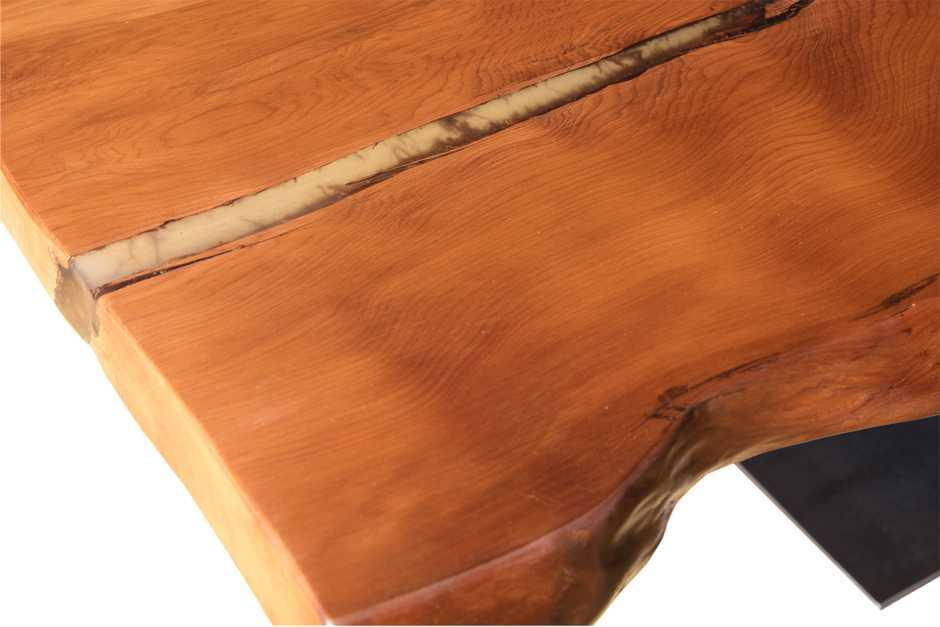 Ursprünglicher Holztisch natürlicher Esstisch, archaische Tischplatten mit Naturverwachsungen und Risse, besonderer Kauri Tisch, einmaliges Unikat Wurzeltische