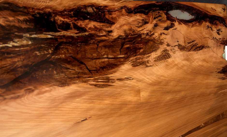 Kauri Holz mit sehr schöne Maserung des besonderen, aussergewöhnlichen Holztisches mit massiver Kauri Tischplatte, außergewöhnlicher Designer Konferenztisch
